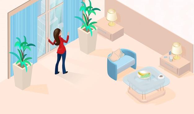 Kobieta blisko okno w nowożytnym prostym pokoju hotelowym