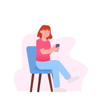 Kobieta cieszyć się siedząc ze smartfonem w płaskiej konstrukcji