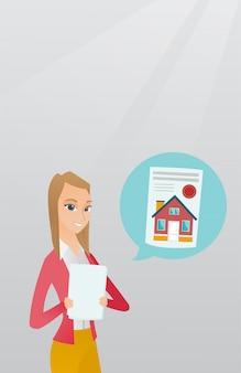 Kobieta czytająca reklamę nieruchomości.