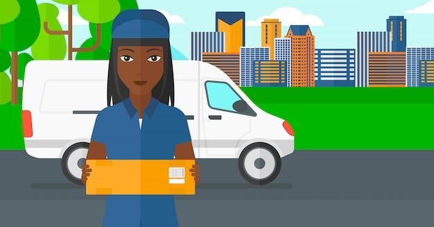 Kobieta dostarczająca pudełko