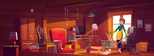 Kobieta gospodarstwa domowego czyści pokój na poddaszu, matka, gospodyni domowa lub personel sprzątający z miotłą noszą gumowe rękawiczki i fartuch stoi w brudnym wnętrzu ze starymi meblami i zabawkami