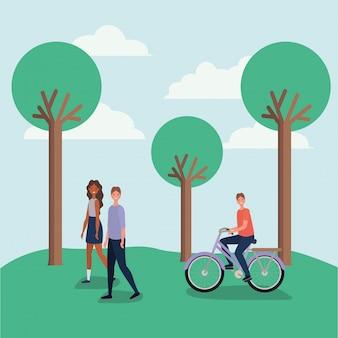 Kobieta i mężczyzna kreskówka spacery i chłopiec, jazda na rowerze w parku z drzewami wektor wzór