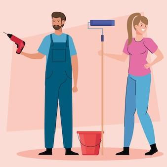 Kobieta i mężczyzna z wiertarką budowlaną i projekt rolki farby przebudowy pracy i naprawy