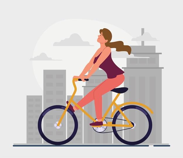 Kobieta jedzie na rowerze na ulicy miasta