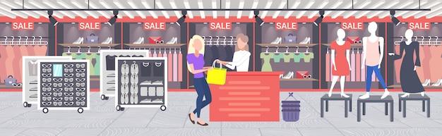 Kobieta klient kupuje nową torebkę przy kasie licznik moda sklep tkaniny sklep kobiet centrum handlowe nowoczesny butikowy wnętrze poziomy banner