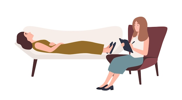 Kobieta leżąca na kanapie i kobieta-psycholog, psychoanalityk lub psychoterapeuta siedzący na krześle z notatnikiem w dłoni i rozmawiający