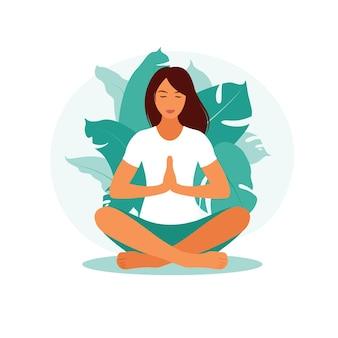 Kobieta medytuje w przyrodzie. koncepcja medytacji, relaks, rekreacja, zdrowy styl życia, joga. kobieta w pozycji lotosu. ilustracja