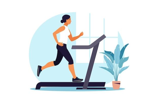 Kobieta na bieżni w domu. pojęcie zdrowego stylu życia. trening sportowy. zdatność.