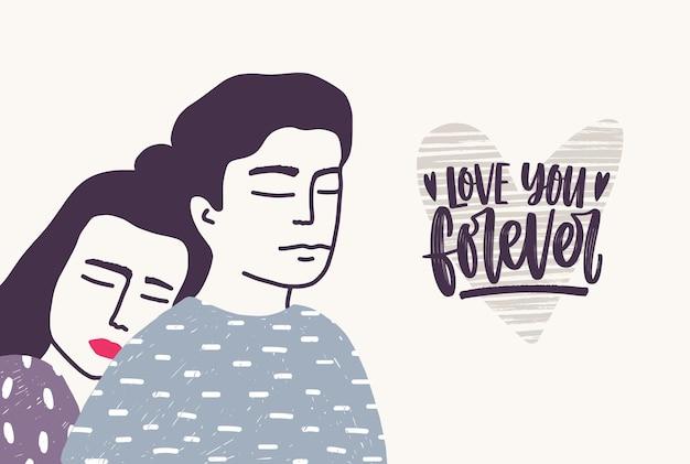 Kobieta, opierając się na plecach mężczyzny i frazę love you forever odręcznie pisaną kursywą.