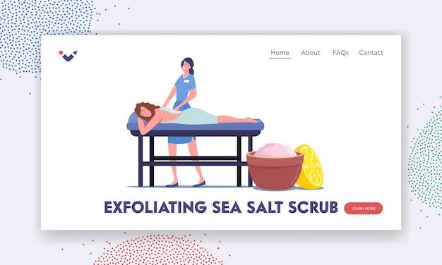 Kobieta otrzymuje pielęgnację ciała i leczenie uzdrowiskowe. szablon strony docelowej. młoda kobieta charakter leżąc na stole otrzymując relaksujący masaż pleców z peelingiem solnym w salonie spa. ilustracja wektorowa kreskówka ludzie