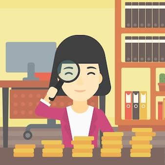 Kobieta patrzeje złote monety z magnifier.