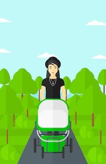 Kobieta pchanie wózka.