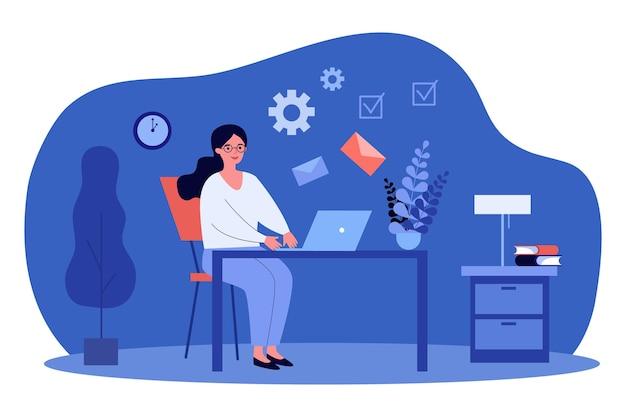 Kobieta pracująca na laptopie do wysyłania i odbierania listów