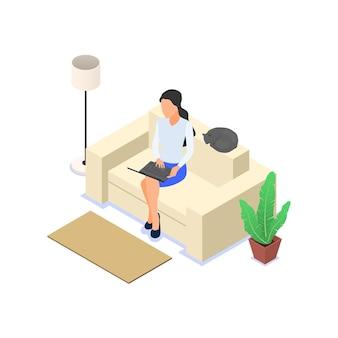 Kobieta pracująca na laptopie siedząc na kanapie