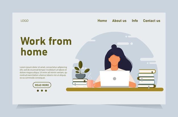Kobieta pracująca w home office. kobieta pracuje z laptopem przy biurku i testuje interfejs użytkownika i ux.