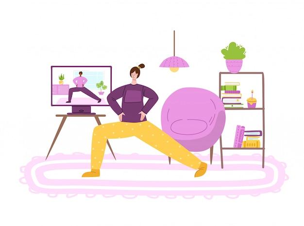 Kobieta robi ćwiczenia sportowe w domu w salonie