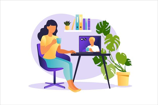Kobieta siedząca przy laptopie i korzystająca z witryny internetowej do randek lub poszukiwania miłości. wirtualne relacje i koncepcja randek online i sieci społecznościowych.