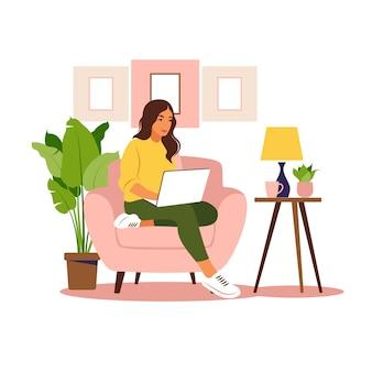Kobieta siedząca z laptopem. ilustracja koncepcja pracy, nauki, edukacji, pracy w domu, zdrowego stylu życia.