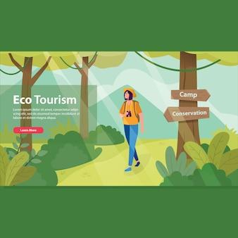 Kobieta spaceru w lesie dla ekoturystyki