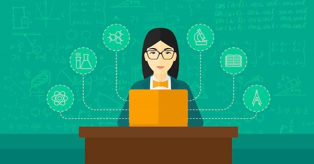 Kobieta studiuje z laptopem