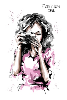 Kobieta trzyma aparat fotograficzny