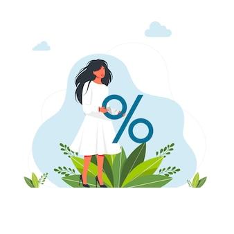 Kobieta trzyma duży znak procentowy. promocja rabatowa, oferta sprzedaży oszczędności. kalkulacja kredytu bankowego. kreskówka wektor. śliczna kobieta trzyma gigantyczny znacznik procentowy rabatu, rabaty na towary, promocje.