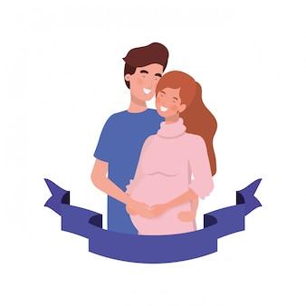 Kobieta w ciąży z mężem z ozdobną wstążką