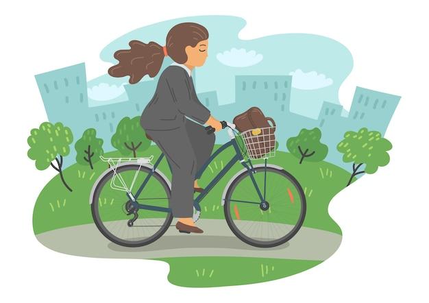 Kobieta w formalne ubrania na rowerze z koszem. bizneswoman z torbą na rowerze w parku miejskim.