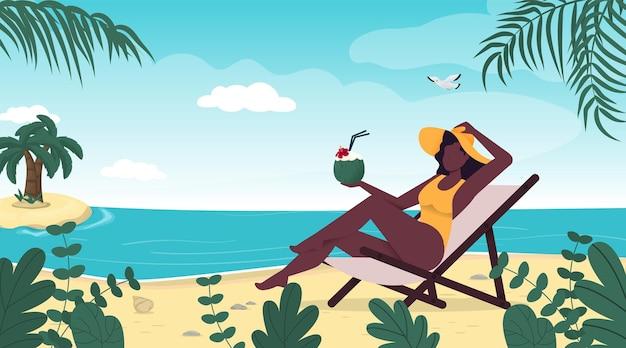 Kobieta w letnim kapeluszu strój kąpielowy siedzi na tropikalnej plaży summer vacation