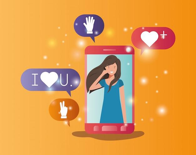 Kobieta w smartphone z baniek mediów społecznych