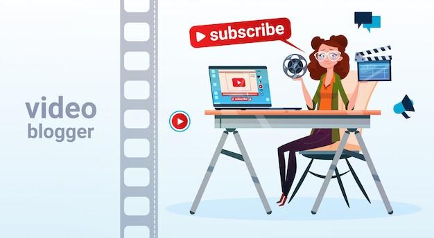 Kobieta wideo blogger online stream blogowanie subskrybuj pojęcie