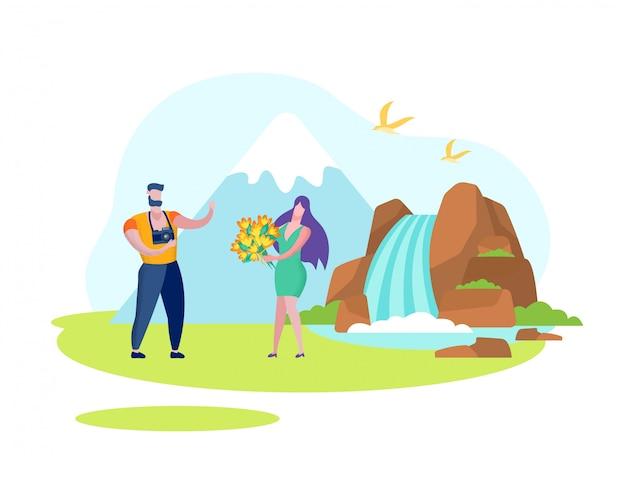 Kobieta z kwiatami i mężczyzną w pobliżu wodospadu