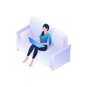 Kobieta z laptopa na kanapie izometrycznej ilustracji. kobieca postać wygodnie pracuje w domu z niebieskim gadżetem. spokojnie oglądaj nowe filmy i wiadomości. przytulny odpoczynek freelancera po intensywnym dniu.