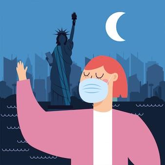 Kobieta z maską przy nowym york miastem