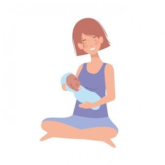 Kobieta z noworodkiem w ramionach