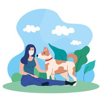 Kobieta z psem, nosząca maskę medyczną, przeciwko koronawirusowi covid 19