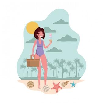 Kobieta z strój kąpielowy i słomiany piknik