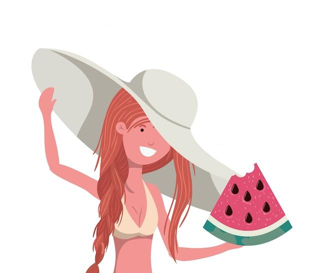 Kobieta z swimsuit i porcją arbuz w ręce
