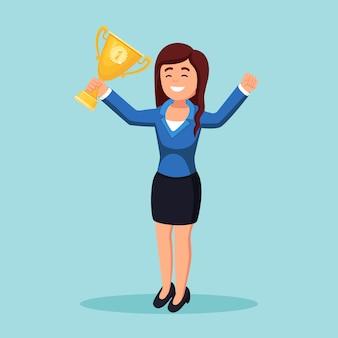 Kobieta z złoty puchar trofeum macha rękami do publiczności. kobieta sukcesu