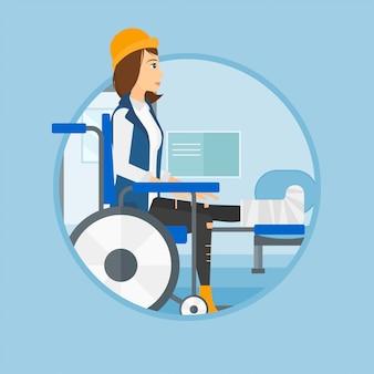 Kobieta ze złamaną nogą siedzi na wózku inwalidzkim.