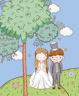 Kobiety i mężczyzna ślub z chmurami w górach