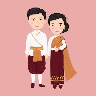 Kobiety i mężczyźni noszą tradycyjne stroje z tajlandii