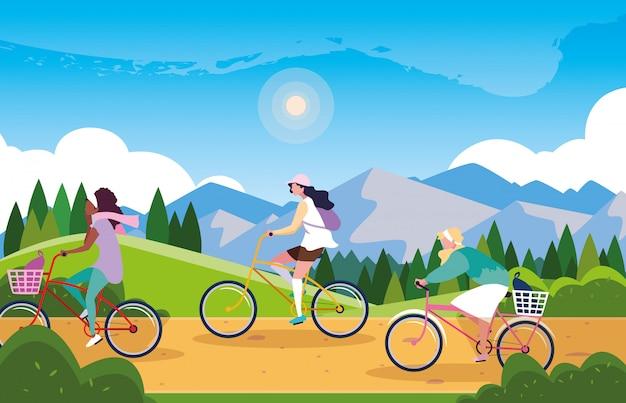 Kobiety jedzie na rowerze w krajobraz z oznakowaniem dla rowerzysty