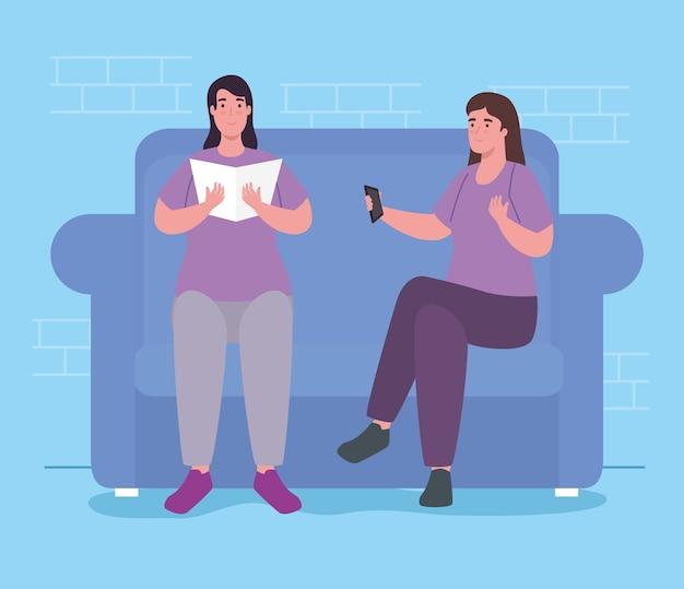 Kobiety z książką i kontrolą na kanapie w domu projektują aktywność i wypoczynek