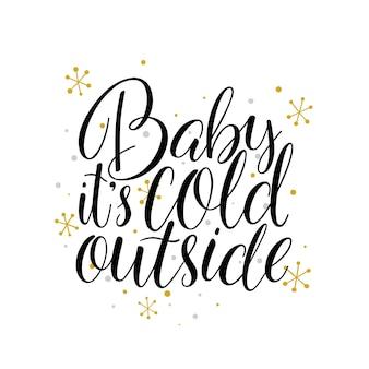 Kochanie na dworze jest zimno. ręcznie rysowane napis wakacje z płatki śniegu na białym tle