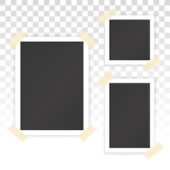 Kolaż pustych fotografii z naklejkami na przezroczystym tle. makieta wektorowa strony albumu z białymi ramkami na zdjęcia w różnych rozmiarach