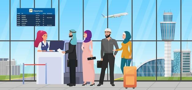 Kolejka do sprawdzania lotu lotniczego z pracownikiem linii lotniczych arabów saudyjskich, sprawdzającym bilet na lotnisku?