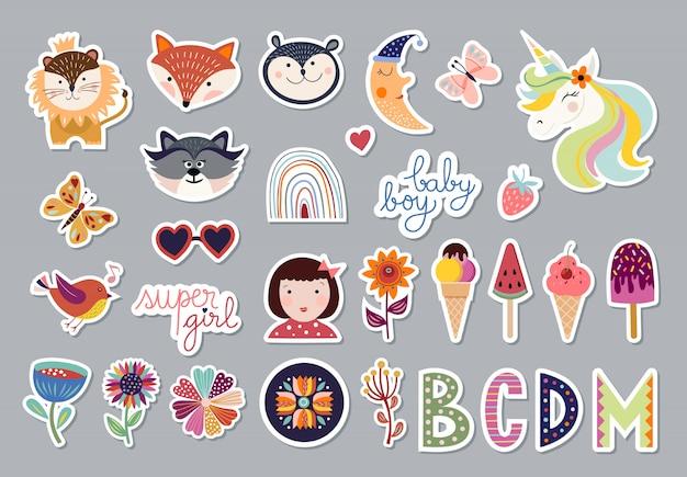 Kolekcja elementów dla dzieci z modnym designem, zwierzętami, kwiatami, listami, uroczym zestawem naklejek