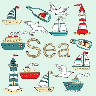 Kolekcja ikony morza ze statkami, latarniami morskimi, mewami i wiadomością w butelce