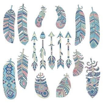 Kolekcja kolorowych piór plemiennych. strzała z tradycyjnymi amerykańsko-indiańskimi elementami kulturalnymi zdobionymi obrazkami wektorowymi